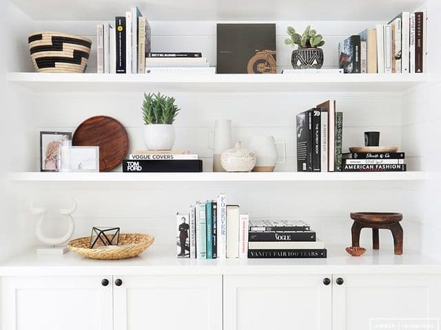 Cmo decorar un estantera con libros y accesorios FORO DECORACIN