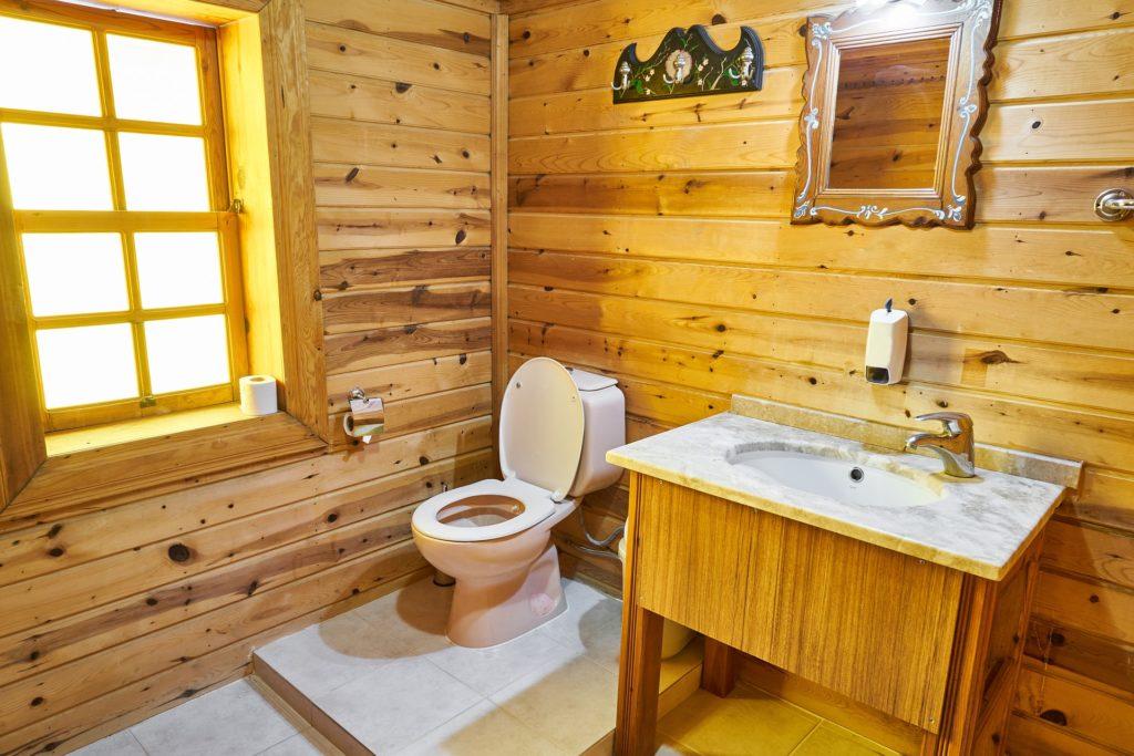 baño pequeño madera
